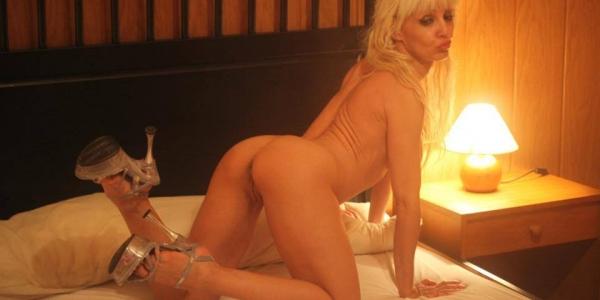 Carla Rouge,exotismo y seduccion,rojo fuego en el cuerpo