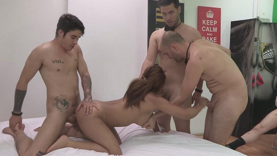 Ena sweet follandose a su novio en el stand de adp - 3 part 6